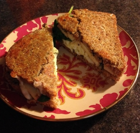​Grilled Apple, Spinach and Pesto Sandwich